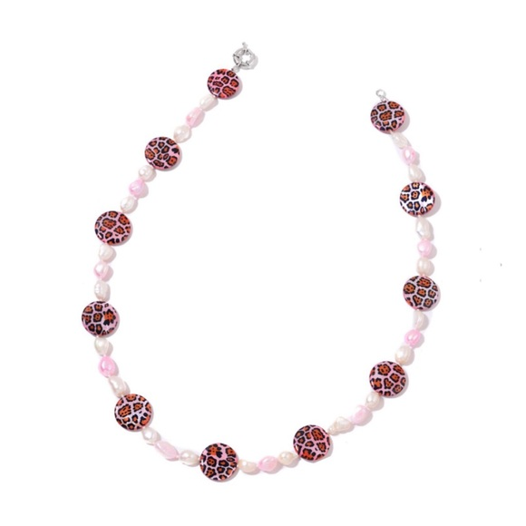 Jewelry - Cheetah Print Pink ShellFreshwater Pearl Necklace